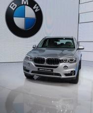 На выставке в Шанхае BMW представила новый гибридный внедорожник